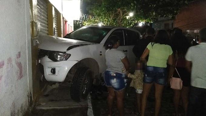 Caminhonete avança sobre moto no bairro Jacobina III