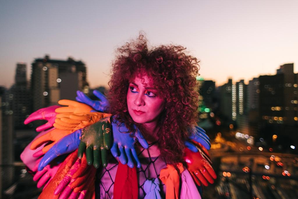 Filmado na maior ocupação artística da América Latina, clipe 'Lesbigay' de Aíla é um manifesto pela liberdade