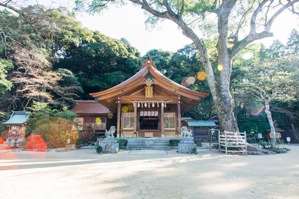 ศาลเจ้าคามาโดะ (Kamado Shrine: 竈門神社) @ www.kamadojinja.or.jp