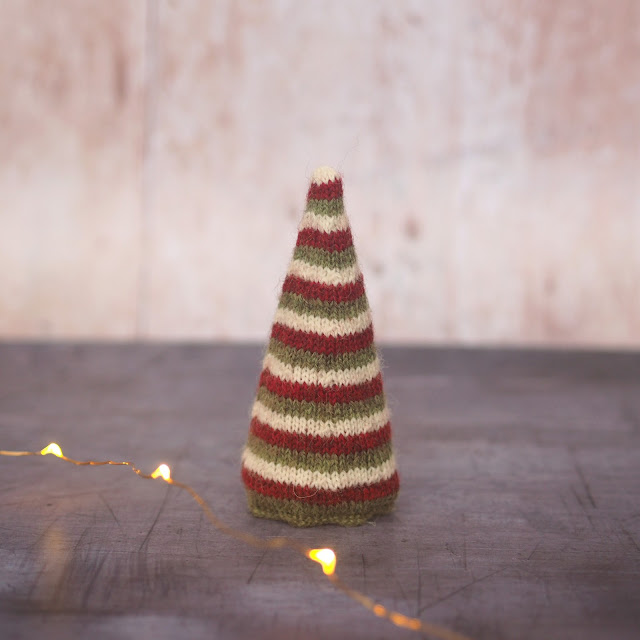 3 Row Stripe Conical tree in red, green and cream
