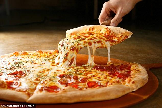 كيف تصنع بيتزا سريعا في منزلك