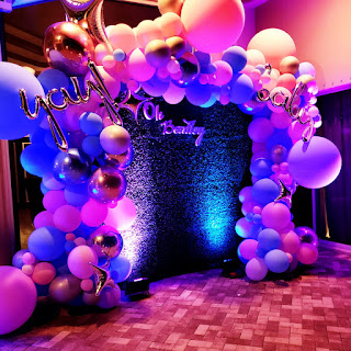 Greenery backdrop with organic balloon garland, gander reveal party decoration