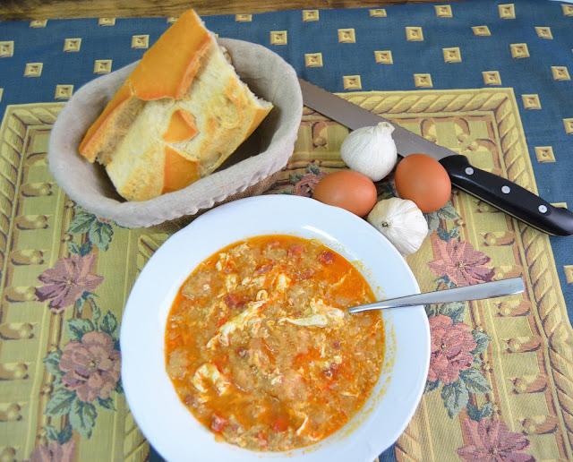 Sopa castellana o sopa de ajo - Sopa castellana casera ...