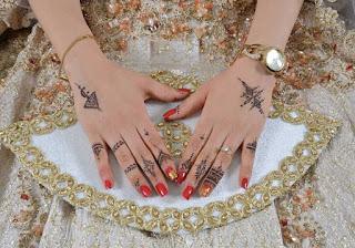 تصميم بسيط لنقش حناء على يد العروسة