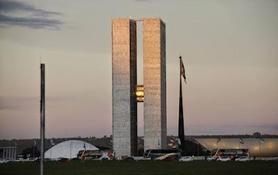 A Foto mostra o suntuoso Prédio do Congresso Nacional, composto com a Câmara dos deputados e do Senado Federal, em Brasília a  Capital do Brasil.