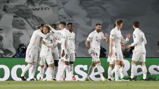 Real madrid players celebrating a goal in a La Liga match