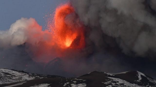 Σικελία: Θεαματική έκρηξη του ηφαιστείου της Αίτνας