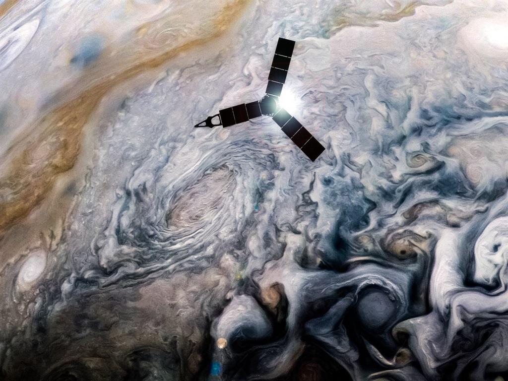 NASA's Jupiter probe just beamed back mesmerising new photos of the wallpaper