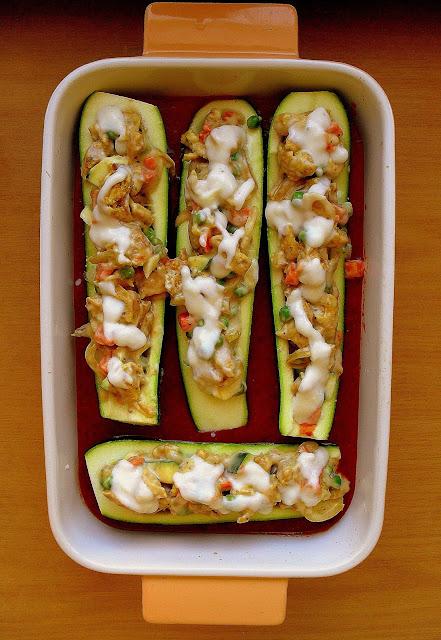 Cukinia faszerowana kurczakiem i beszamelem / Chicken and Bechamel Stuffed Zucchini