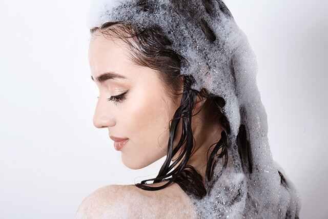 أسباب ظهور قشرة الرأس: جدول غسيل الشعر غير المنتظم