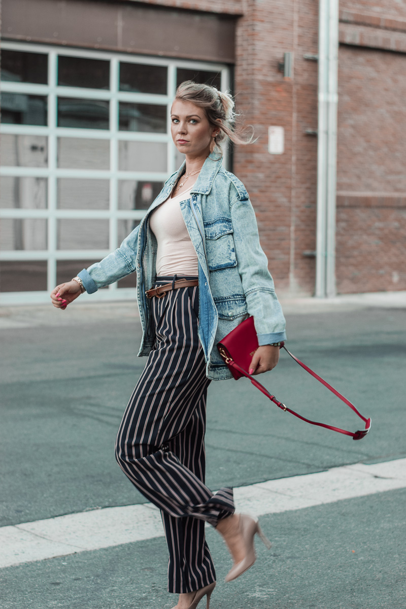 how to style a jeans jacket