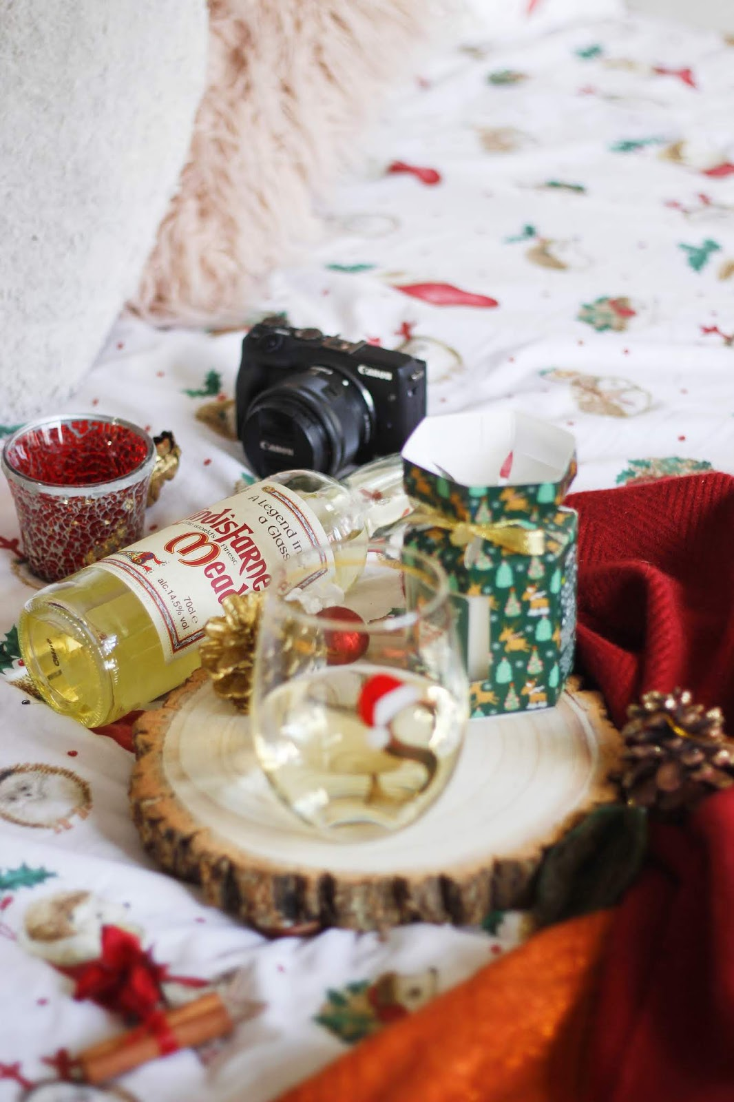 christmas drinks with lindisafarne mead - see the stars