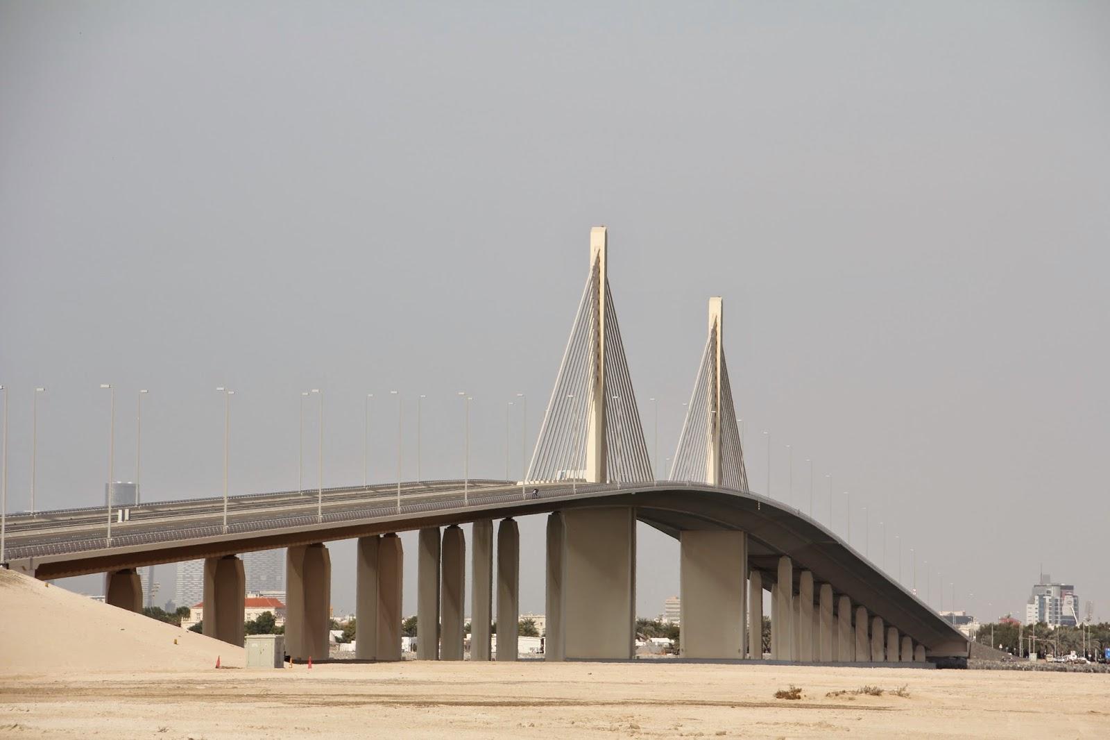 Buchstaben wie Sand am (Wüsten-) Meer: Brücke ins Nirgendwo