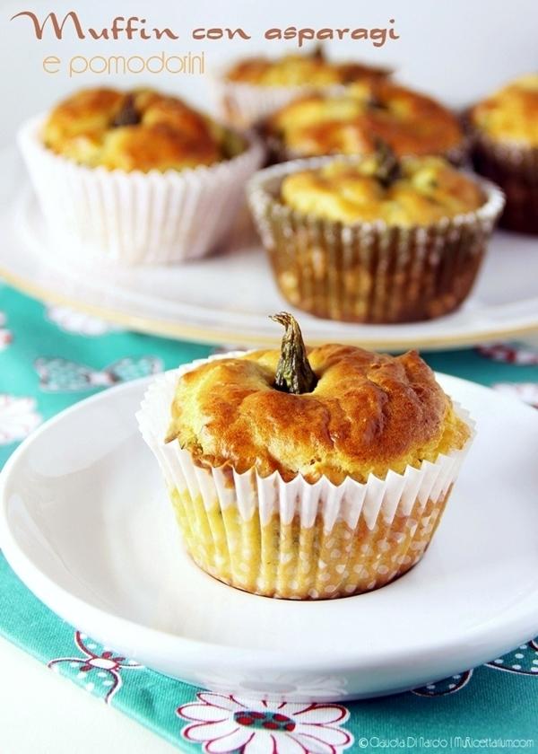 Muffin con asparagi e pomodorini