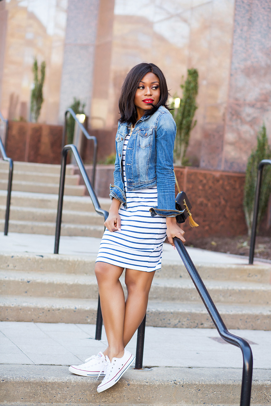 Weekend style in striped jersey dress, white converse, www.jadore-fashion.com