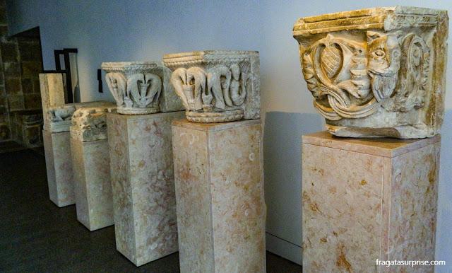 Capitéis românicos do Século 12 expostos no Museu Nacional Machado de Castro, Coimbra