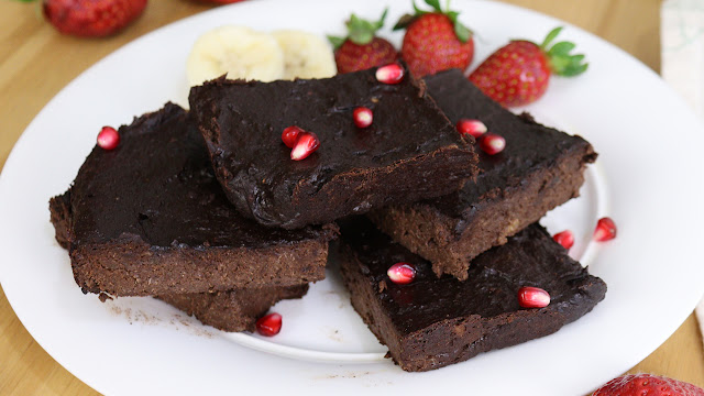 Brownie de banana com chocolate Pensando ao contrário