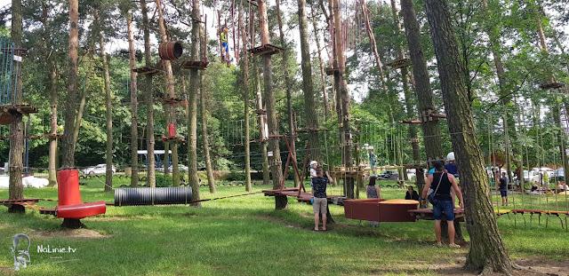 atrakcja zjazdowa w parku linowym
