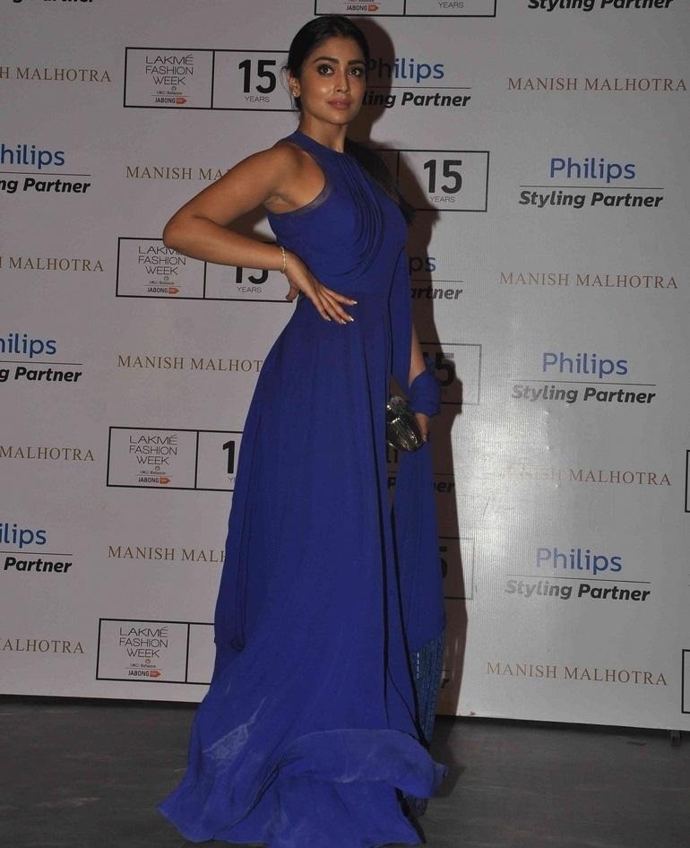 Indian Glamours Girl Shriya Saran Stills In Blue Dress At Lakme Fashion Week
