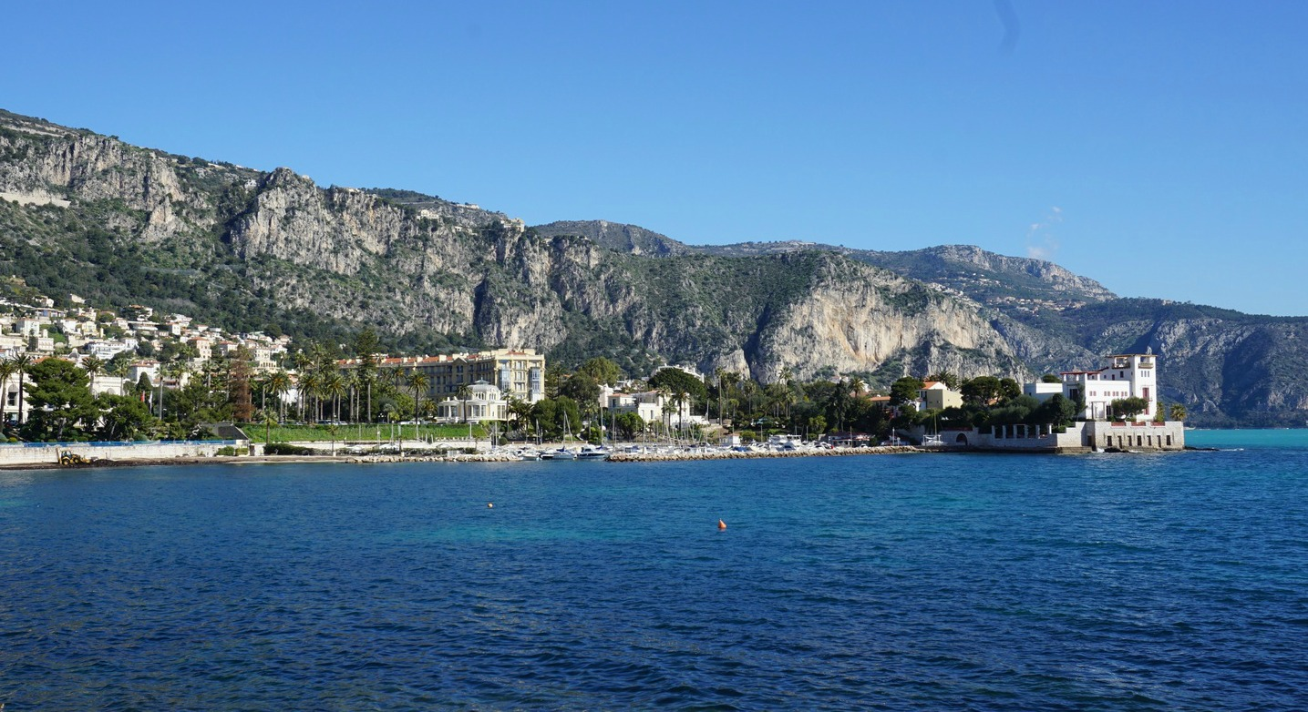 Baie des Fourmis and Villa Kerylos