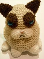 http://sunmoonamigurumi.blogspot.de/2013/11/anleitung-grumpy-cat-pattern-grumpy-cat.html