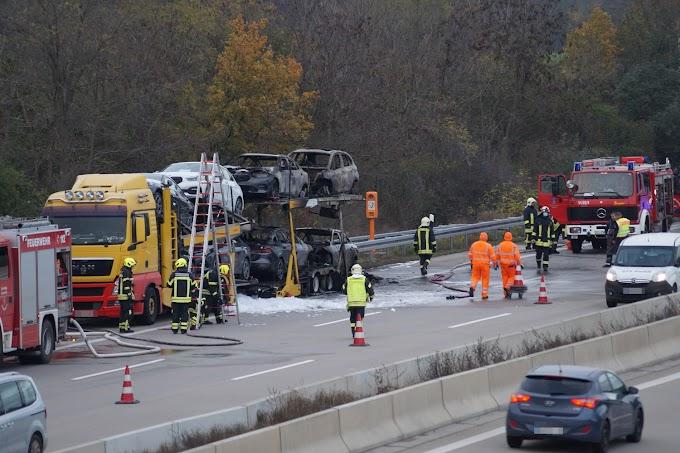 Autotransporter brennt auf A9 bei Wiedemar