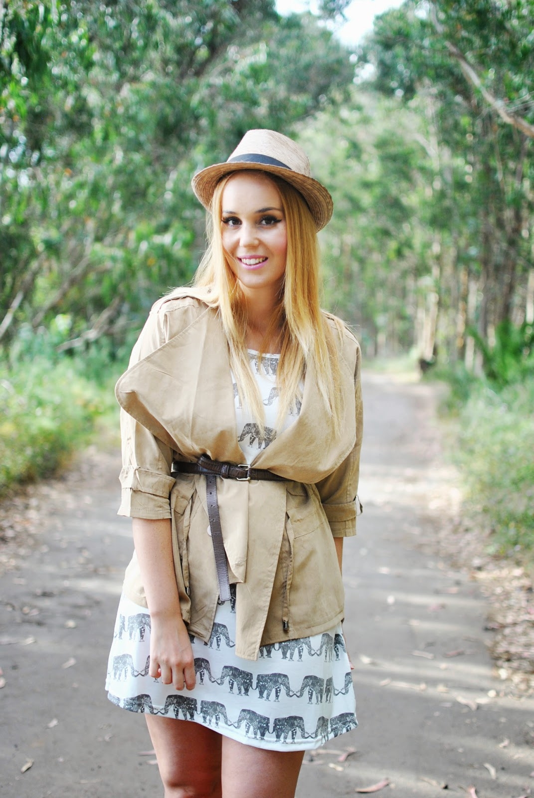 nery hdez, YRB FASHION , Cichic, trench, daniel wellington, safari look, camel loo