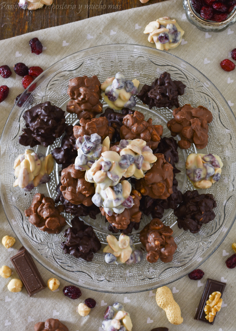 Rocas de chocolate y frutos secos