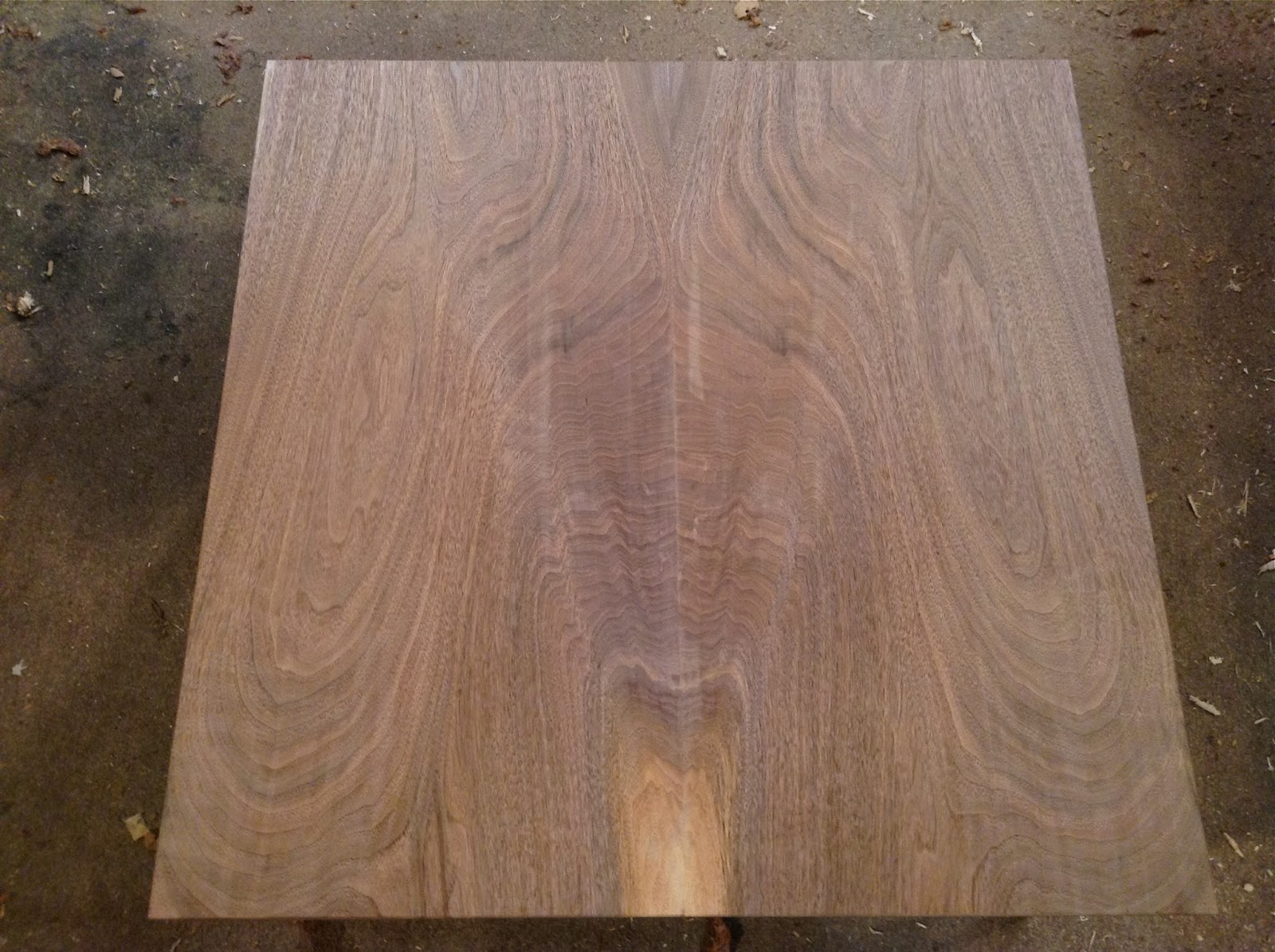 Book-matched Walnut TOP