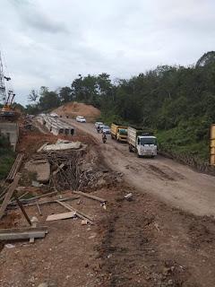 Masyarakat Keluhkan Jalan Darurat yang Rusak Berat, Kontraktor Lempar Tanggung Jawab
