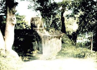 sarkofagus atau makam dari keluarga sidabutar di tomok