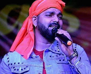 pawan singh singing photo