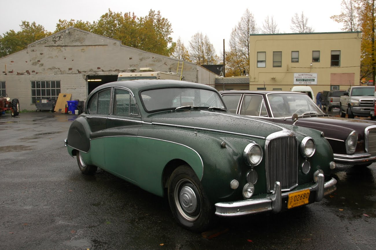 OLD PARKED CARS.: 1959 Jaguar Mark IX.