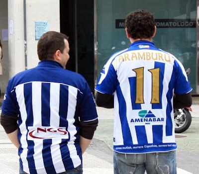 Sirvan estas imágenes de tantas camiseta con el número 11 y el nombre de  Aranburu en la espalda como muestra del cariño que los realistas sentimos  por Mikel ... 5de9ebe31efc9