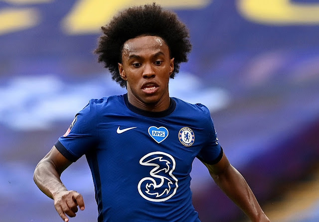 Liverpool have tabled a three-year contract for Chelsea's Willian