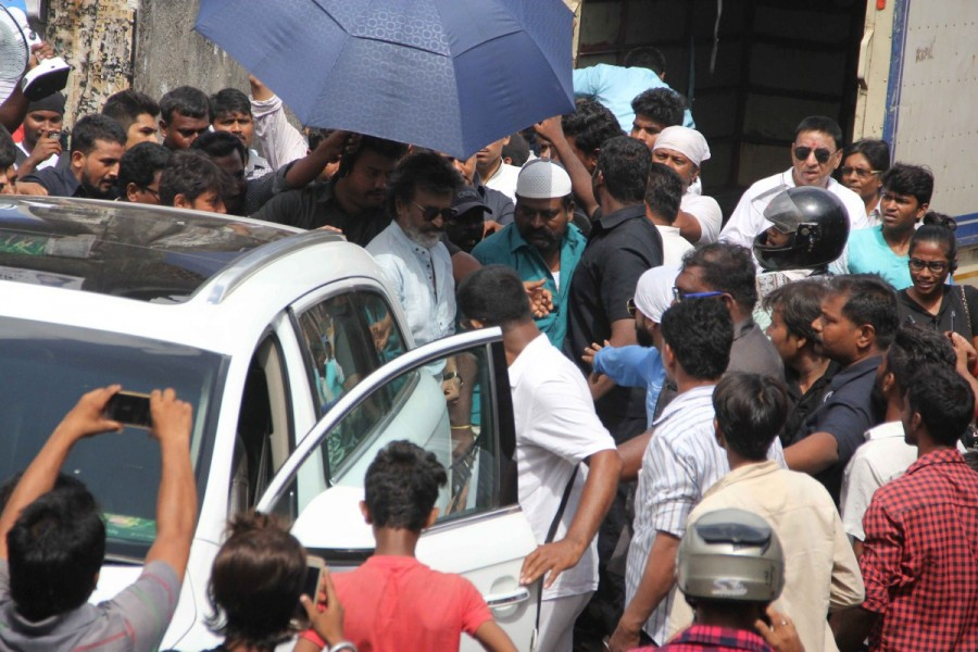 Rajinikanth Snapped when Shooting Kaala Karikaalan In Mumbai