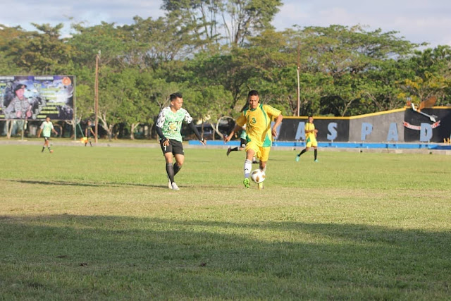 Rajut Silaturahmi, Yonif PR 432 Kostrad Gelar Sepak Bola dengan Pegadaian Wilayah Makassar