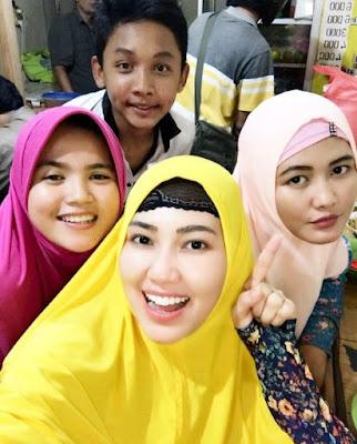 650232 via hijab Foto Via Vallen Terlihat Makin Anggun Saat Berhijab, Awas Naksir!