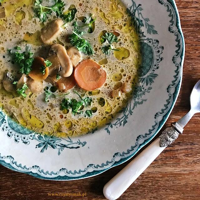 Zupa na wywarze z suszonych grzybów