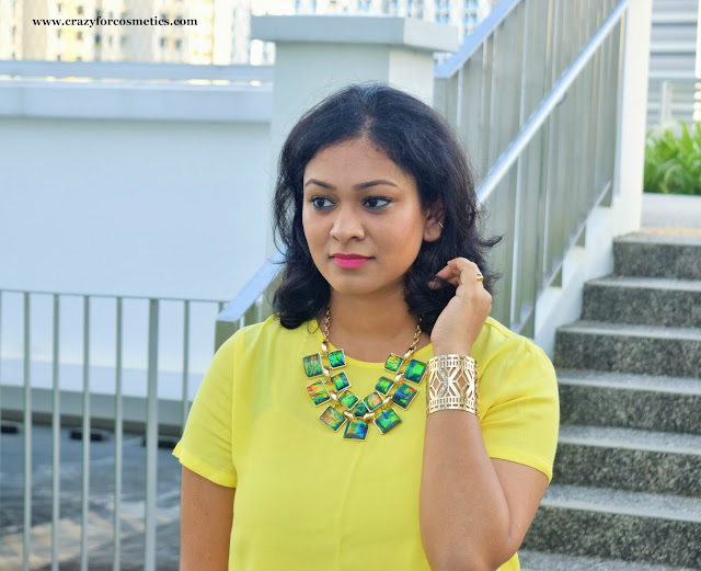 Styling chunky statement necklace from Lovisa