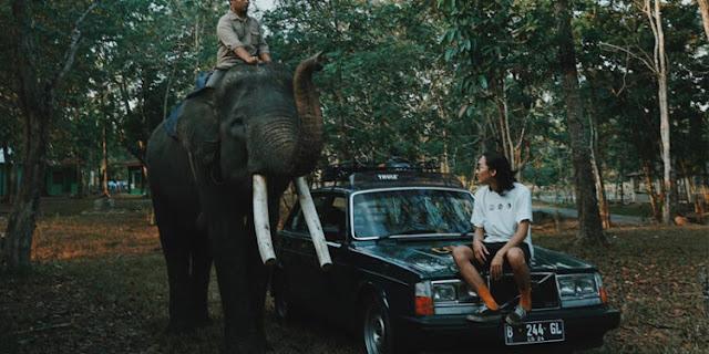 Sekut Banget! Ini Harga Mobil Tua Antik yang Tampil di Video Klip Ziva Terlanjur Mencinta