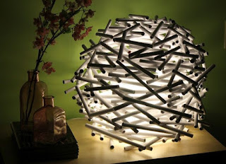 lampu cantik yang terbuat dari koran bekas