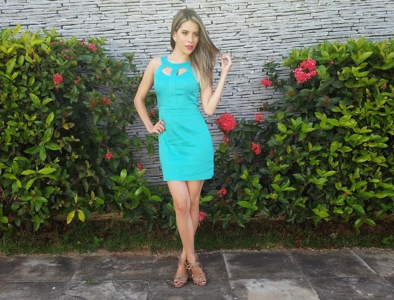 Look vestido azul tiffany
