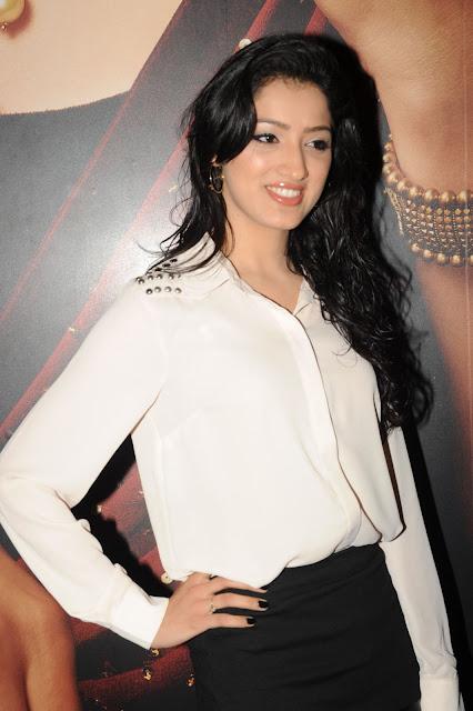 Naughty bhabhi ki backless blouse - 2 1