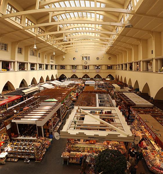 Markthalle مركز