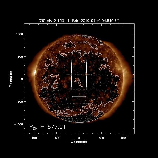 Insual enorme agujero coronal provocará viento solar hacia la tierra.