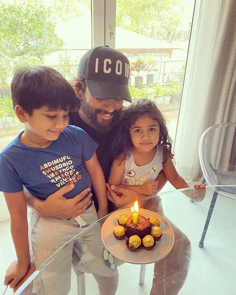 Allu Arjun Photos With Family