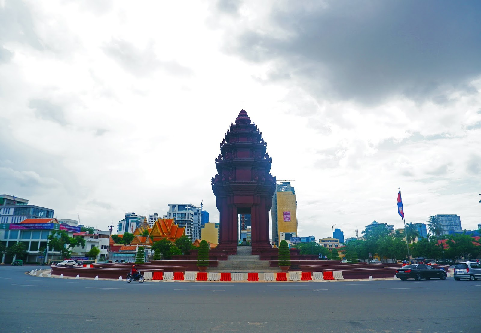 independence monument of cambodia
