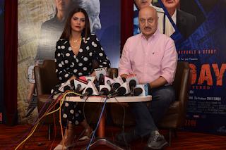 अनुपम खेर और ईशा गुप्ता ने किया अपनी फिल्म 'वन डे : जस्टिस डिलिवर्ड' का प्रचार