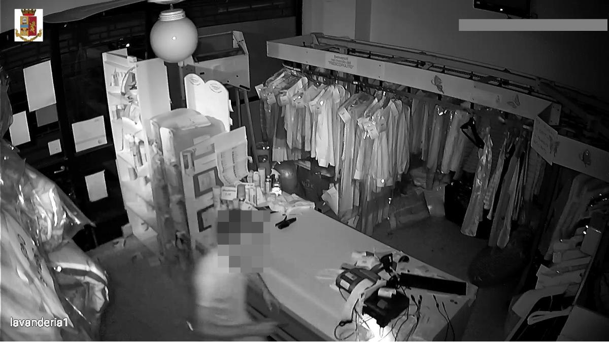 Polizia di stato Furto aggravato lavanderia lungomare Catania Ognina